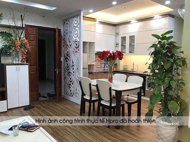 Ảnh thực tế tủ bếp gỗ acrylic kết hợp laminate nhà chị Huyền - Hoàng Cầu