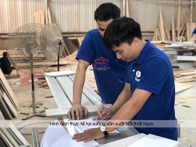 Một công đoạn trong quá trình thi công nội thất của thợ Hpro