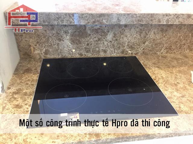 Thiết bị bếp điện từ cao cấp được lắp đặt tại bộ tủ bếp nhà chú Thế