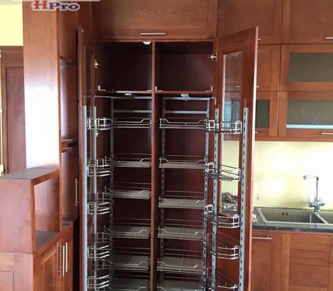 Tủ bếp xoan đào nhà chị Loan