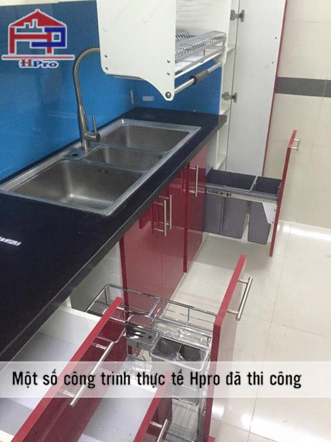 tu-bep-acrylic-bong-guong-an-cuong