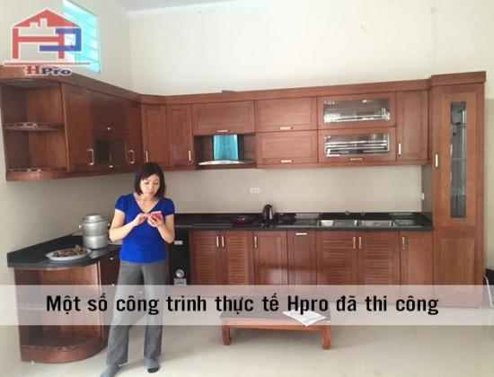 Hình ảnh tủ bếp gỗ xoan đào Hoàn Anh nhà chị Vương khi vừa lắp đặt xong