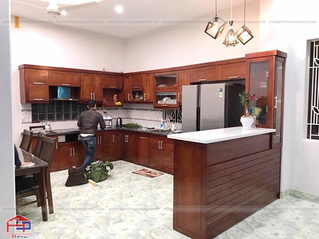 Ảnh thực tế tủ bếp gỗ xoan đào tự nhiên nhà anh Cường - Đông Anh - Hà Nội
