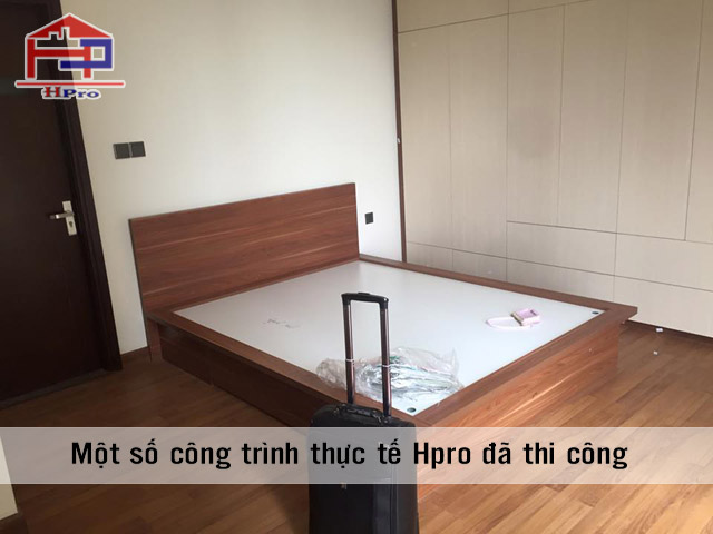 Giường và tủ áo được thiết kế đồng bộ tạo nên sự hài hòa
