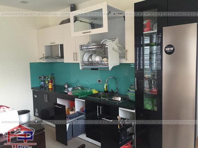 Tủ bếp Acrylic tiện dụng nhà chú Ước