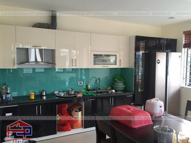 Hình ảnh bàn giao tủ bếp Acrylic nhà chú Ước
