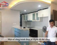 Anh-thuc-te-san-pham-tu-bep-acrylic-an-cuong-nha-chu-Bay-Ecolife-Capitol