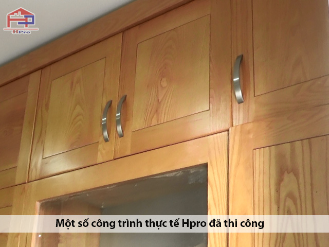 Chat-lieu-go-soi-nga-tu-nhien-duoc-su-dung-lam-tu-bep-go-soi-nga-nha-Anh-Son-duoc-chon-loc-ky-luong