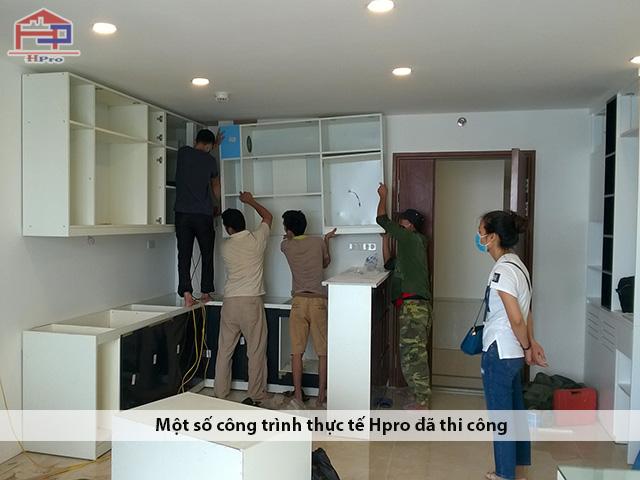 Thi-cong-tu-bep-acrylic-an-cuong-nha-chi-Huong