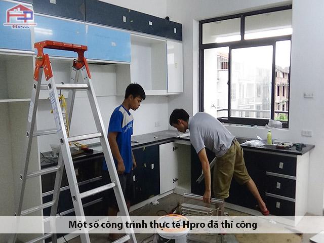 Hpro-thi-cong-lap-dat-tu-bep-acrylic-bong-guong-nha-anh-Tuan