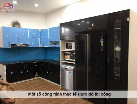 anh-thuc-te-tu-bep-acrylic-hien-dai-nha-anh-huan-1