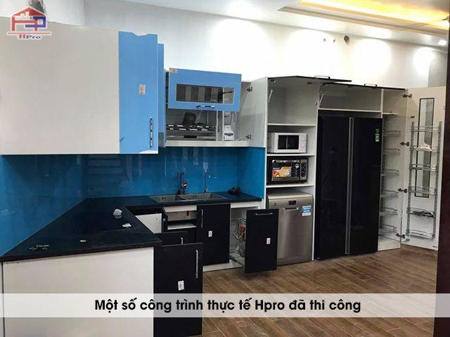 anh-thuc-te-tu-bep-acrylic-hien-dai-nha-anh-huan-2
