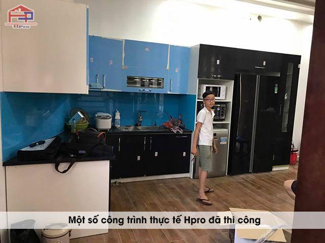 anh-thuc-te-tu-bep-acrylic-hien-dai-nha-anh-huan