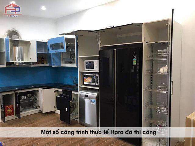 anh-thuc-te-tu-bep-acrylic-hien-dai-nha-anh-huan-5