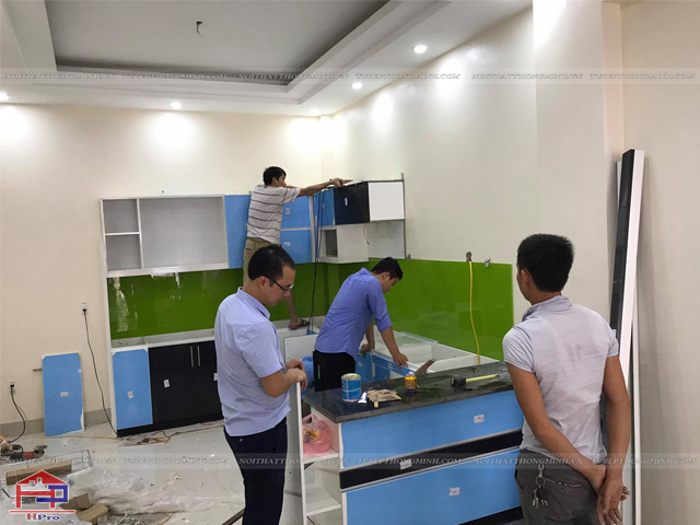 Hinh-anh-thi-cong-lap-dat-bo-tu-bep-acrylic-nha-anh-Thinh-TP-Thai-Nguyen