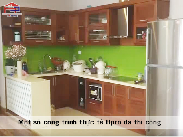 Hoan-thien-tu-bep-go-xoan-dao-tu-nhien-nha-chu-Phong-Trung-Kinh