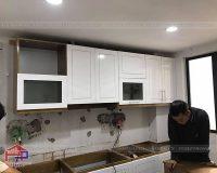Hình ảnh thực tế quá trình thi công công trình tủ bếp gỗ sồi Nga sơn trắng nhà anh Tuấn