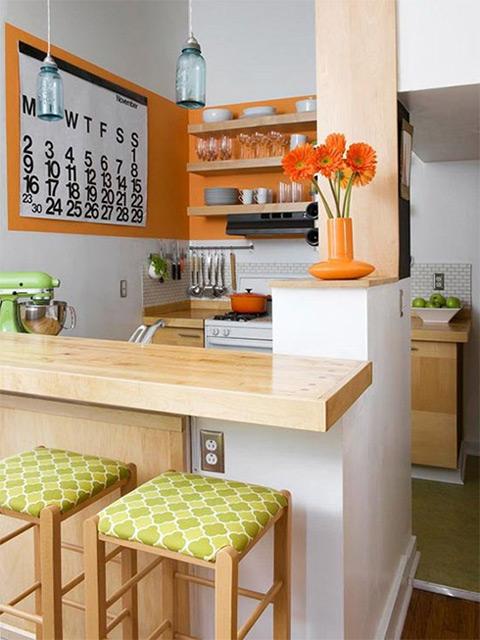 Cách trang trí nhà bếp đơn giản mà đẹp thay thế những tone màu truyền thống bằng những màu sắc sinh động tạo sự ấn tượng riêng cho gian bếp của gia đình
