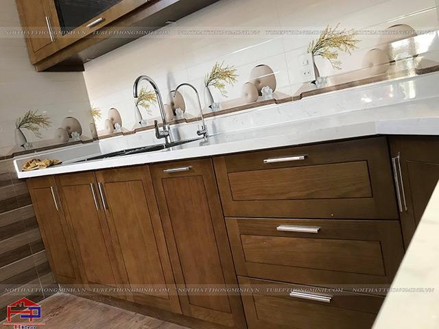 Hoàn thiện tủ bếp gỗ sồi mỹ tự nhiên nhà chị Thắm-9