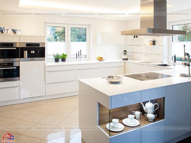 Sự kết hợp giữa màu trắng và màu xanh pastel của mẫu tủ bếp dưới này sẽ giúp cho không gian phòng bếp của gia đình thêm tinh tế, trang nhã