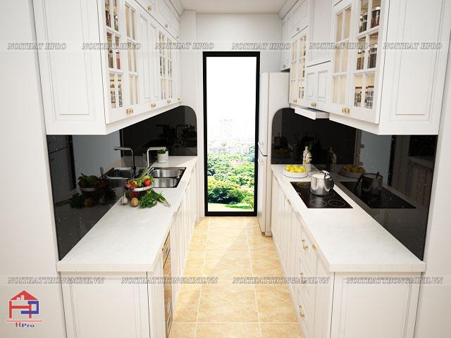 Không gian bếp nhà chung cư nhỏ được bố trí bộ tủ bếp gỗ công nghiệp MDF lõi xanh sơn trắng hình chữ I đối xứng nhau