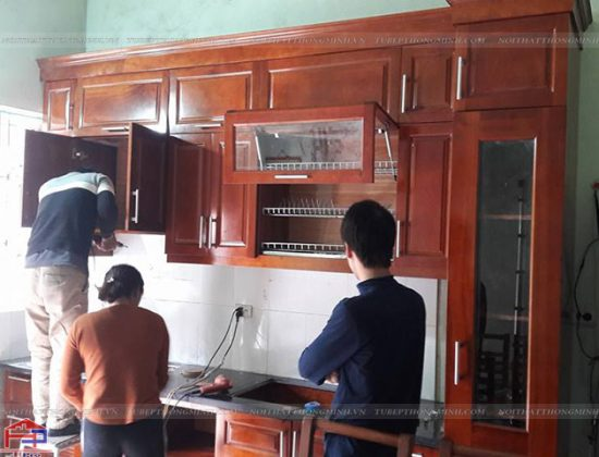 Hình ảnh thực tế tủ bếp gỗ xoan đào nhà anh Sơn- Dục Tú- Đông Anh- HN