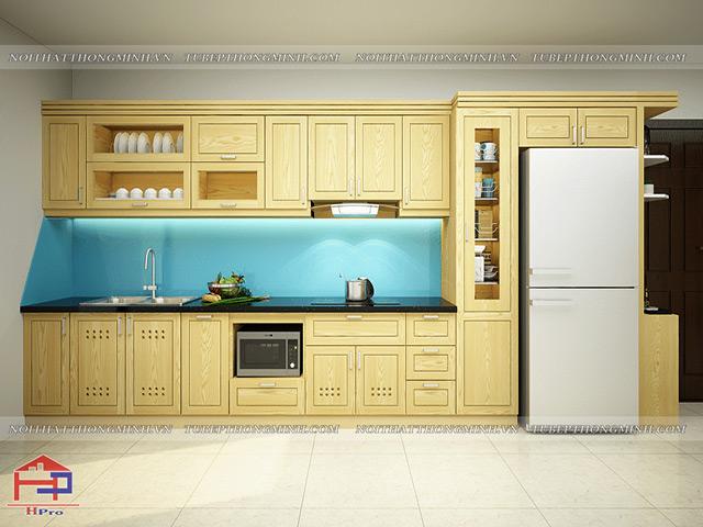 Bộ tủ bếp đẹp bằng gỗ sồi nga tự nhiên màu vàng sáng trẻ trung kết hợp kính cường lực ốp tường bếp màu xanh dương tinh tế, trẻ trung, tươi mới