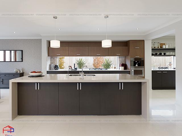 Bộ tủ bếp đẹp màu vân gỗ sang trọng được thiết kế theo phong cách Châu Âu đem đến cho gia đình Việt một không gian nhà bếp tinh tế và tiện dụng