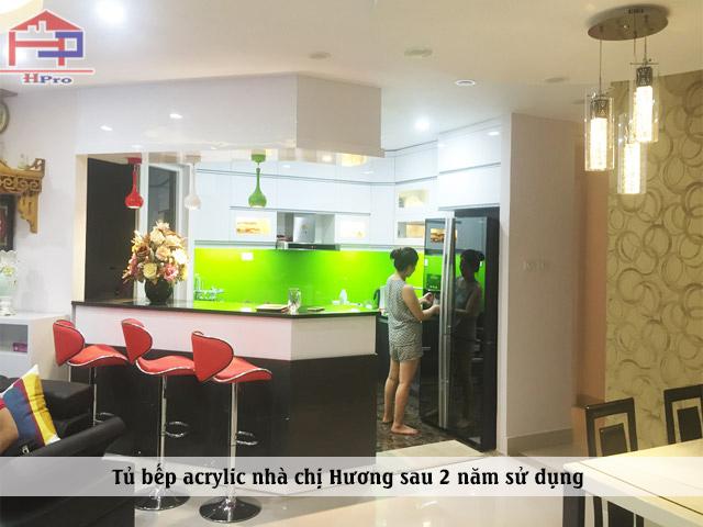 Hình ảnh thực tế bộ tủ bếp acrylic nhà chị Hương sau 2 năm sử dụng