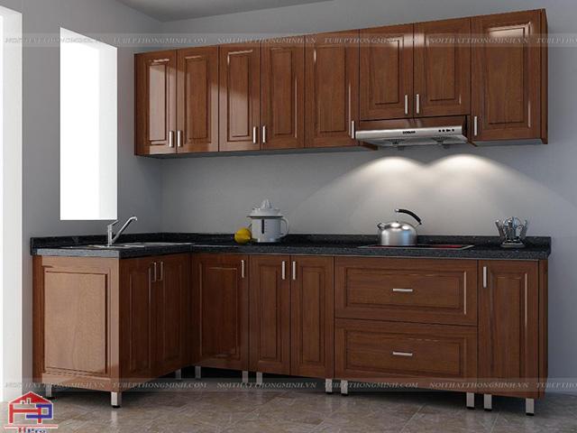 Mẫu tủ bếp inox đẹp cánh gỗ xoan đào tự nhiên với màu cánh gián sang trọng cho một không gian nhà bếp ấm cúng