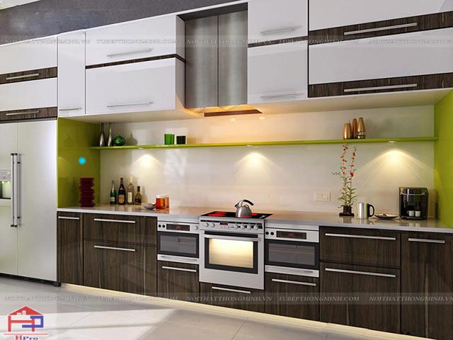 Mẫu tủ bếp inox đẹp mặt cánh bằng chất liệu gỗ laminate bề mặt sần chống trầy xước cao