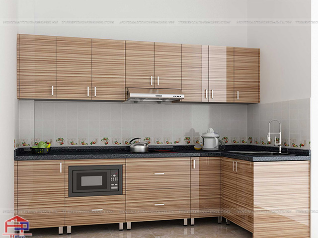 Mẫu tủ bếp inox đẹp với mặt cánh bằng gỗ công nghiệp acrylic màu vân gỗ với độ bóng gương cao cực kì tinh tế và hiện đại
