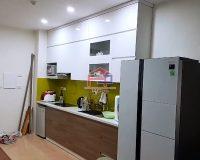 Hình ảnh thực tế bộ tủ bếp laminate kết hợp acrylic nhà chị Ly