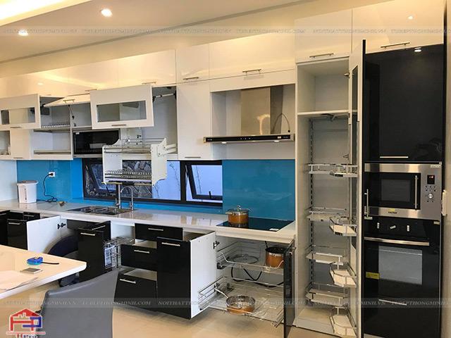 Giá tủ bếp trọn gói được lắp đặt những phụ kiện- thiết bị bếp cao cấp