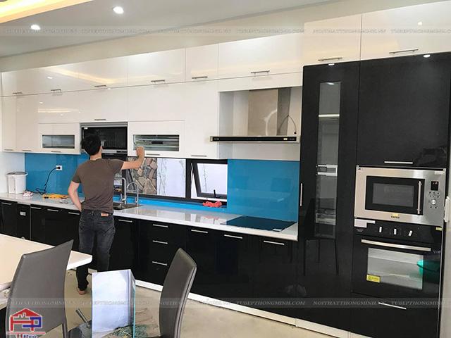 Hình ảnh thực tế tủ bếp gỗ đẹp hiện đại đã được Hpro hoàn thiện cho nhà anh Huy- Phú Xuyên