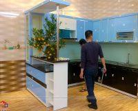 Hình ảnh hoàn thiện tủ bếp acrylic kèm quầy bar nhà anh Tân
