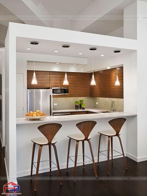 Không gian phòng bếp đẹp đơn giản với thiết kế tủ bếp kèm quầy bar với chi tiết vuông vắn không quá cầu kì nhưng lại tạo nên nét đẹp tinh tế, sang trọng