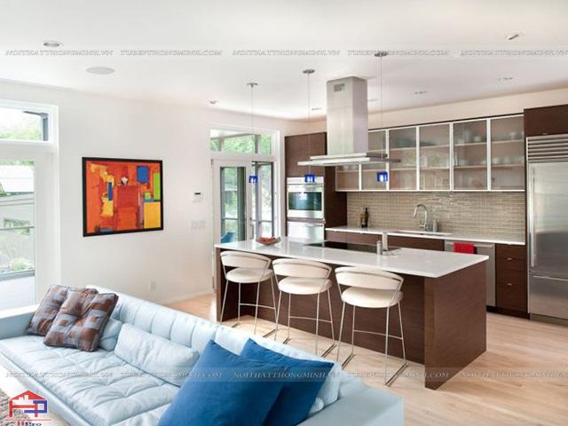 Không gian phòng bếp đẹp thiết kế liên thông với phòng khách với gam màu vân gỗ sang trọng, hòa quyện cùng thiên nhiên