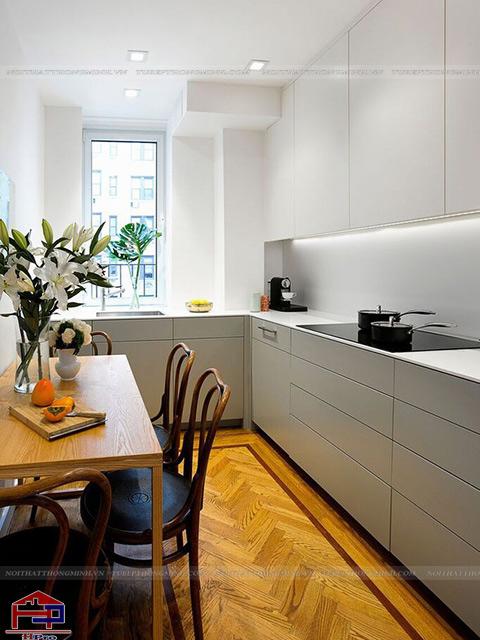 Không gian phòng bếp đẹp với diện tích chỉ vỏn vẹn có 10m2 được bố trí khoa học với màu trắng chủ đạo mang đến cho không gian sự thoáng đãng