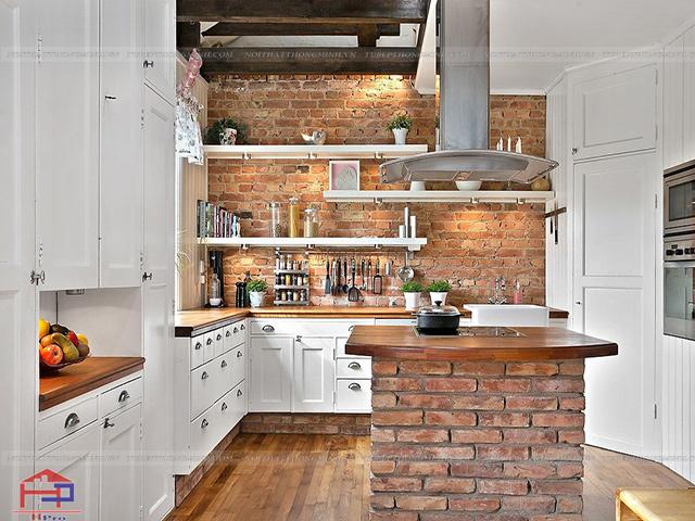 Dù căn bếp có nhỏ hẹp thì bạn vẫn có thể bố trí hệ thống kệ mở giúp không gian thêm phần thông thoáng