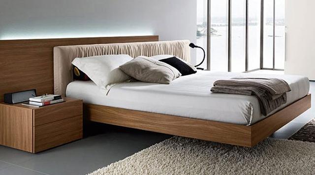 Giường ngủ được làm từ gỗ lát tự nhiên với màu sắc, đường vân gỗ đẹp, thiết kế theo kiểu dáng đơn giản được ưa chuộng nhất hiện nay