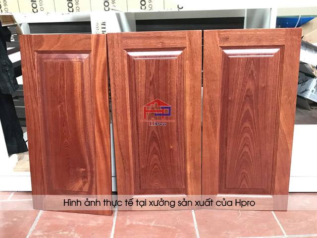 Hình ảnh thực tế thành phẩm mặt cánh tủ bếp gỗ xoan đào Hoàng Anh Hpro đã sản xuất