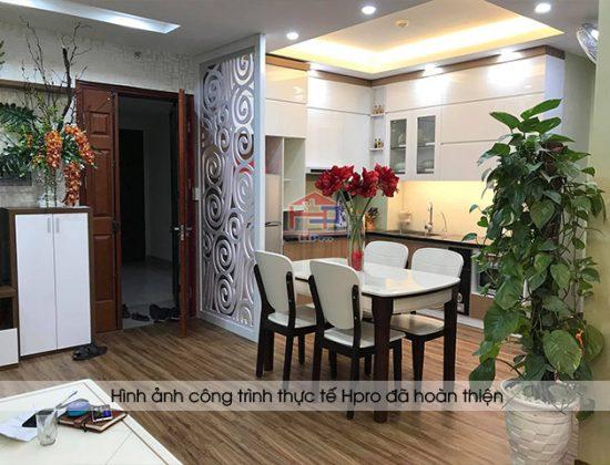 Hình ảnh thực tế tủ bếp acrylic kết hợp laminate nhà chị Huyền - Hoàng Cầu