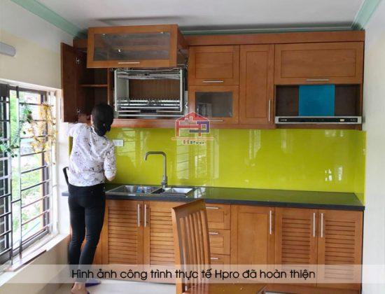 Hình ảnh thực tế tủ bếp gỗ sồi mỹ nhà chị Luân sau khi Hpro hoàn thiện lắp đặt