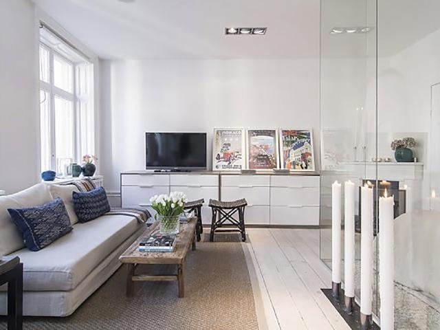 Mẫu thiết kế vách ngăn phòng khách và bếp bằng kính mờ được rất nhiều gia chủ hiện đại ưa chuộng