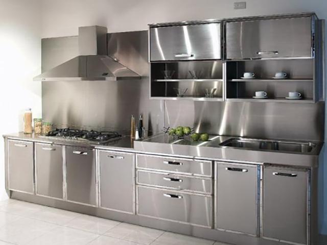 Tủ bếp inox 100% khiến gian bếp trở nên lạnh lẽo và không hợp phong thủy