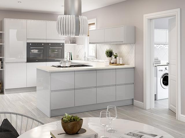 Màu trắng chủ đạo tạo nên một hình ảnh phòng bếp đẹp hiện đại, tinh tế, thanh khiết và mát mẻ