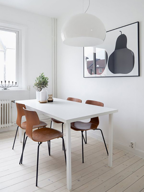 Mẫu bàn ăn cho phòng bếp nhỏ thiết kế dạng vuông màu trắng tinh tế tạo sự thoáng đãng cho không gian