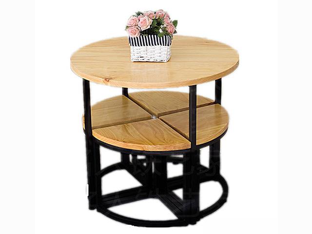 Mẫu bàn ăn cho phòng bếp nhỏ dạng hình tròn kết hợp 4 ghế ăn thiết kế thông minh kết hợp thành hình tròn được đặt ở ngay bên dưới bàn tiết kiệm tối đa diện tích