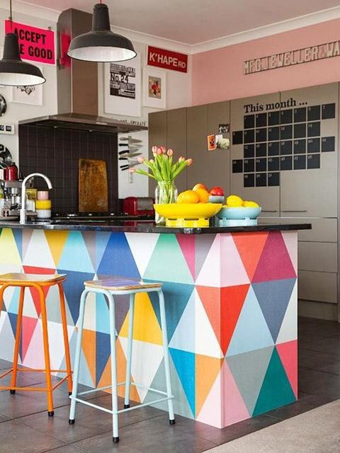 Mẫu phòng bếp đẹp hiện đại với điểm nhấn màu sắc cực kì ấn tượng, mang đến một không gian tươi mới và tràn đầy năng lượng cho gia đình